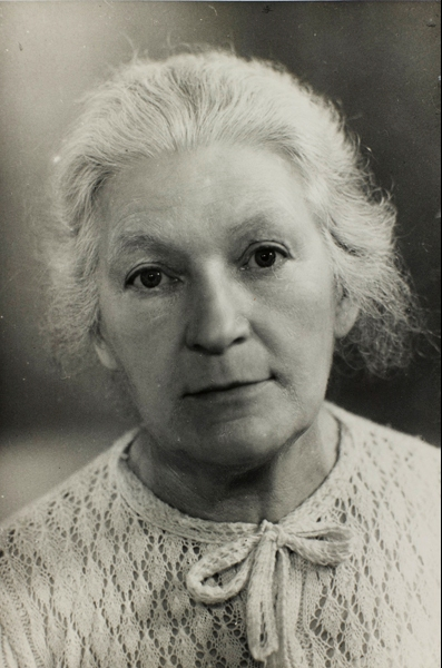 Anne Danger, vers 1950 (Centre Pompidou, musée national d'art moderne/cci, bibliothèque Kandinsky, fonds Gleizes)<br /> Photo Guy Carrard