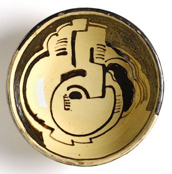 <em>Plat creux</em>, vers 1938<br /> Poterie vernissée<br /> Diam. 18,2 cm<br /> Lyon, musée des Beaux-Arts <br />