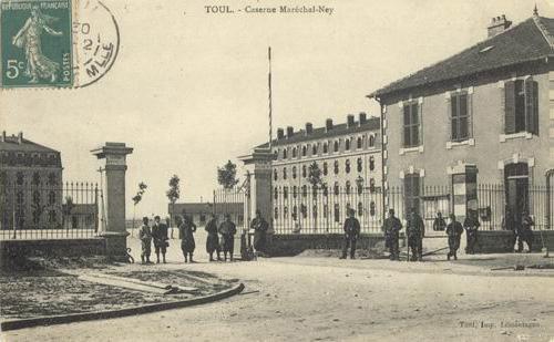 Caserne Maréchal-Ney à Toul, où Albert Gleizes est mobilisé en 1914-1915 <br /> (carte postale, vers 1920)