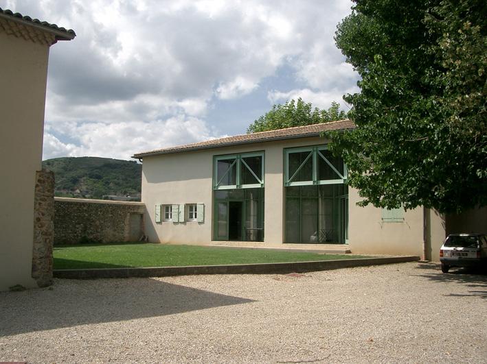 Deux des ateliers de Moly-Sabata<Br /> © Georges Rey